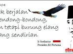 #YD-0004 bebek-berjalan-berbondong-bondong-akan-tetapi-burung-elang-terbang-sendirian